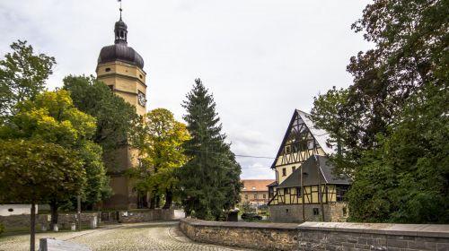 Herrenhaus und Kirche