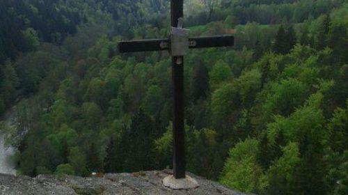 Jeskynní vyhlídka - dřevěný křížek