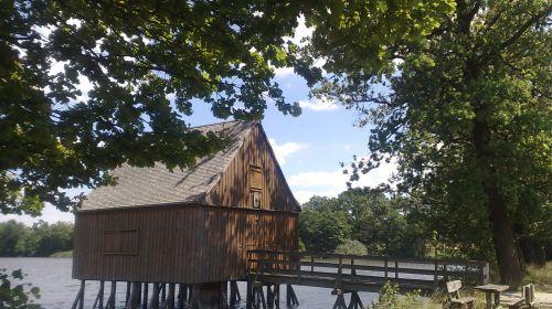 Mittelalterliche Teichlandschaft und Phahlhaus