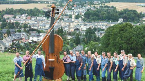 Größte spielbare Geige der Welt mit Bogen