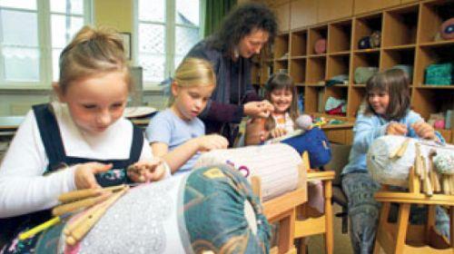 Klöppelschule und internationale Spitzensammlung
