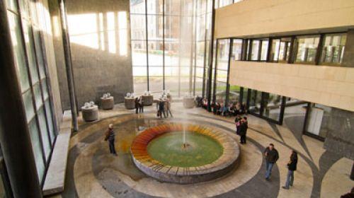 Karlsbader Sprudel, die wärmste Mineralquelle in der Tschechischen Republik